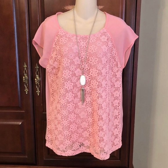 Forever 21 Tops - Size large Forever 21 gorgeous lace top